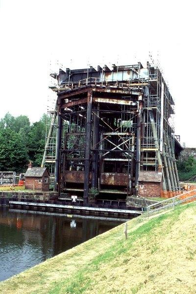 11 Anderton Lift Dismantling