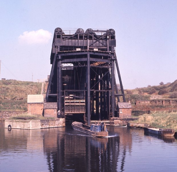 12 Anderton Lift pre-closure with BW Work Boat