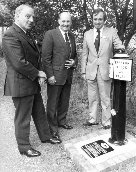 7 Unveiling Milepost 57/35 at Stoke (Wedgwood)